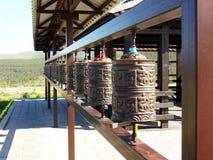 Rueda de rezo budista fotos de archivo