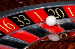 Rueda de ruleta clásica del casino con el sector rojo uno 1 Fotos de archivo libres de regalías