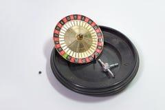 Rueda de ruleta, saltada abajo de la tabla de juego Imagen de archivo libre de regalías