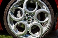 Rueda del coche de deportes Alfa Romeo 4C ( Mecanografíe 960) , desde 2014 Foto de archivo libre de regalías
