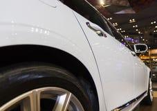 rueda del coche moderno y elegante fotos de archivo