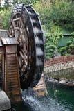 Rueda del molino de agua en Hong Kong Park Imagen de archivo libre de regalías