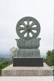 Rueda del símbolo de Dharma del budismo Imagen de archivo libre de regalías
