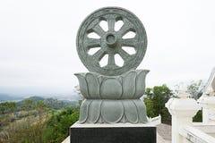 Rueda del símbolo de Dharma del budismo Fotografía de archivo libre de regalías