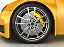 Rueda delantera de un coche amarillo brillante Imágenes de archivo libres de regalías