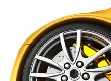 Rueda delantera de un coche amarillo brillante Imagen de archivo