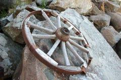 Rueda en la roca Fotografía de archivo
