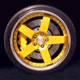 Rueda de coche deportivo Foto de archivo libre de regalías