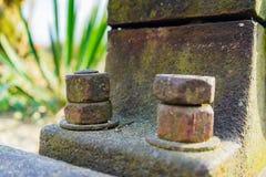 Rueda hidráulica oxidada vieja El detalle tiró de un perno imagenes de archivo