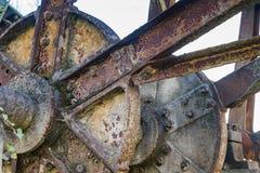 Rueda hidráulica oxidada vieja No más funcionando foto de archivo libre de regalías