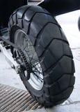 Rueda posterior de una moto Fotos de archivo