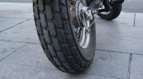 Rueda posterior de una moto Imagenes de archivo