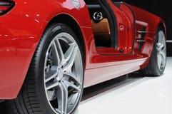 Rueda roja del coche deportivo Imágenes de archivo libres de regalías
