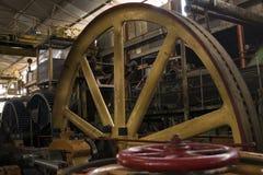 Rueda volante amarilla del metal Foto de archivo libre de regalías