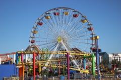 Rueda y montaña rusa de Santa Monica Pier Ferris Imágenes de archivo libres de regalías