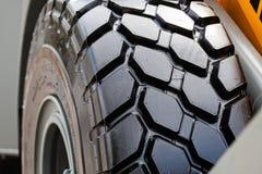 Rueda y neumático del tractor Imágenes de archivo libres de regalías
