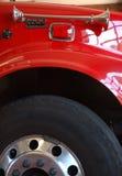 Rueda y sirena del coche de bomberos rojo Imágenes de archivo libres de regalías