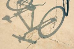 Rueda y sombra de bicicleta Fotografía de archivo