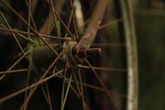 Ruedas de bicicleta oxidadas viejas clásicas Imagen de archivo libre de regalías