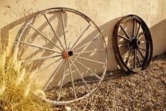 Ruedas de carro del viejo oeste Foto de archivo libre de regalías