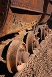Ruedas de coche antiguas de explotación minera Foto de archivo
