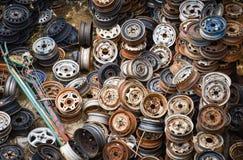 Ruedas de coche viejas fotografía de archivo libre de regalías