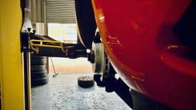 Ruedas de coche y zapatas de freno del coche fotografía de archivo