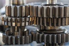 Ruedas de engranaje del motor, fondo industrial, imagen de archivo