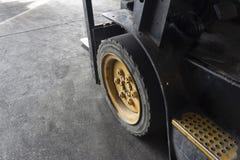 ruedas de la carretilla elevadora imagen de archivo