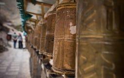 Ruedas de rezo en el monasterio de Tashi Lhunpo Foto de archivo libre de regalías