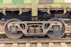 Ruedas del tren en los carriles foto de archivo libre de regalías