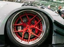 Ruedas forjadas de Vossen en Toyo Tires foto de archivo