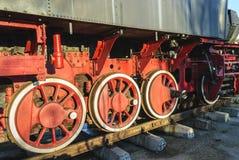 Ruedas locomotoras viejas Fotos de archivo libres de regalías