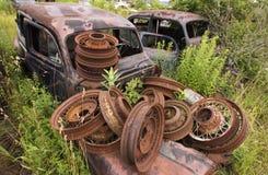Ruedas oxidadas Imagenes de archivo