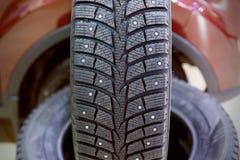 Ruede el coche, neumático de coche, ruedas de aluminio en el fondo blanco foto de archivo libre de regalías