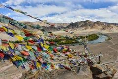 Ruegue la bandera con Mountain View Foto de archivo libre de regalías