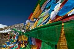 Ruegue las banderas, Nyingchi, Tíbet Foto de archivo libre de regalías