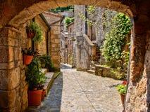 Ruelle arquée médiévale Photo stock