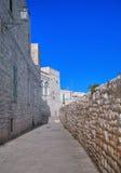 Ruelle caractéristique de Giovinazzo. Apulia. Image libre de droits