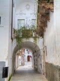 Ruelle caractéristique de Martina Franca. Apulia. Images stock