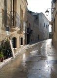 Ruelle caractéristique de Monopoli. Apulia. Photo stock