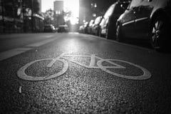 Ruelle de vélo dans le lever de soleil Images libres de droits