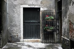 Ruelle urbaine à Venise Italie images libres de droits