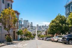Rues avec la pente à San Francisco, la Californie, Etats-Unis photographie stock