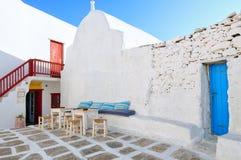Rues bleues et blanches d'île de Mykonos, Cyclades Images libres de droits
