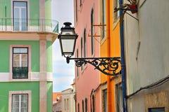 Rues colorées de Lisbonne images libres de droits