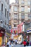 Rues commerciales d'Istanbul Photographie stock libre de droits