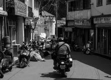 Rues d'une ville accidentée photo stock
