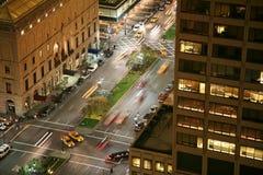 Rues de New York City la nuit Images libres de droits