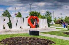 Rues de ville de Yalova avec le logo de ville - Turquie Photographie stock